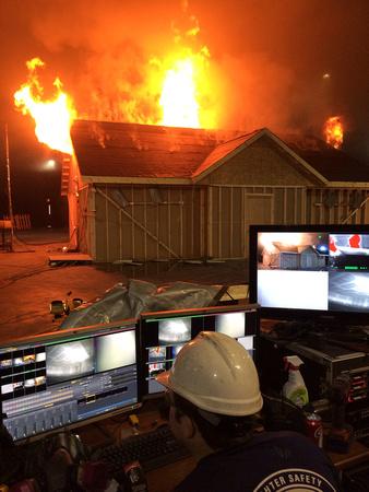 Branduitbreiding langs buiten bij zolderbranden.